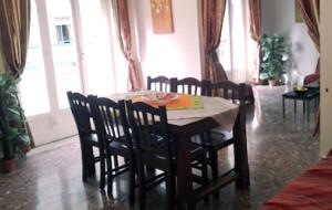 Tavolo da pranzo della comunità